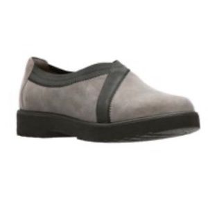 Clarks Women's Slip-on Loafer Gray Suede 7.5M